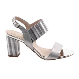 Grå Kvinnors sandaler på Gamis 3390 silverpelare