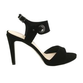 Läder sandaler på en stift Edeo 3208 svart