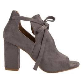 Vinceza Inbyggda sandaler på en bar grå