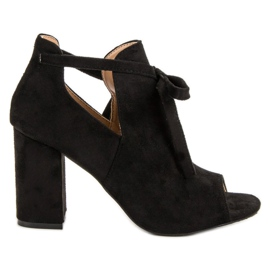 Vinceza Inbyggda sandaler på en bar svart