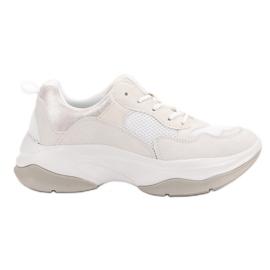Kylie Trendiga vita sneakers