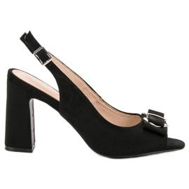 Vinceza Sandaler på en bar svart