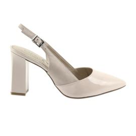 Rosa Kvinnors sandaler på stolpen av Caprice 29604