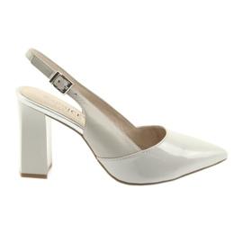 Kvinnors sandaler på stolpen Caprice 29604 grå