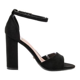 Ideal Shoes svart Bekväma höghälsade sandaler