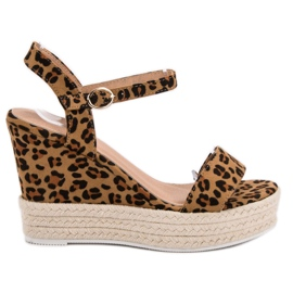 Ideal Shoes brun Snygga sandaler på kil
