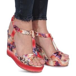 Röda sandaler på Holis kilklack svart ButyModne.pl