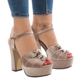 Brun Beige sandaler på postmockan 8256-15