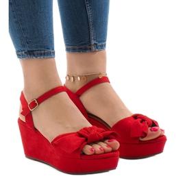 Röd kil sandaler med F055 båge