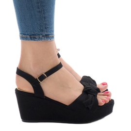 Svart kil sandaler med F055 båge