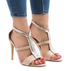 Beige sandaler på B-60 häl brun
