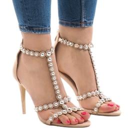 Brun Beige sandaler på en stift med 8296-Y studs