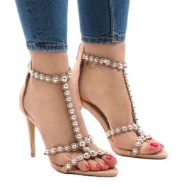 Naken sandaler på en stift med 8296-Y studs