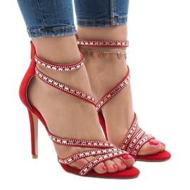 Röda sandaler på en stift 9081-9