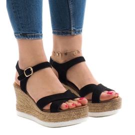 Svarta sandaler på kilhäls XL104