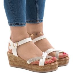 Vita sandaler på WS8816 plattformen