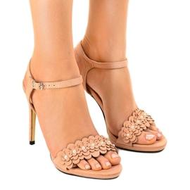 Rosa sandaler på en blomstring TN-001