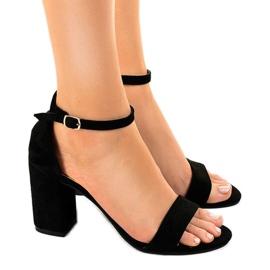 Svarta sandaler på mocka LT113 pelaren