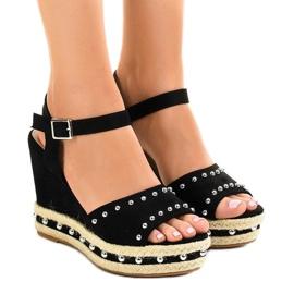 Svart kil sandaler pärlor 77-32