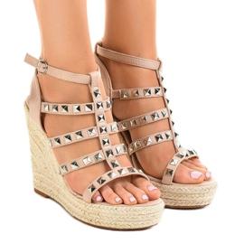 Beige sandaler på halmkil 9529 brun