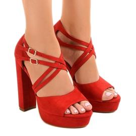 Röda sandaler på mocka stilett D09