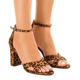 Panther sandaler på ett inlägg med mocka P-6399