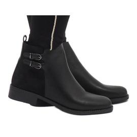 Ideal Shoes Svarta eleganta C-7200-stövlar