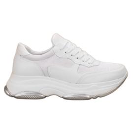 Ideal Shoes Ljusa vita sneakers