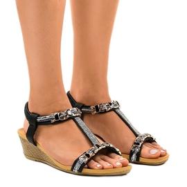 Svart kil sandaler med studs 9-59