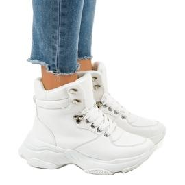 Vita kvinnors isolerade sneakers C-3132