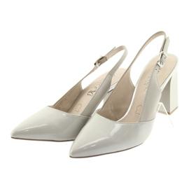 Kvinnors sandaler på stolpen Caprice 29604 grå 3