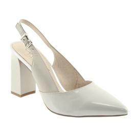Kvinnors sandaler på stolpen Caprice 29604 grå 1