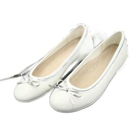 Ballerinas med en båge, vit pärla American Club GC29 / 19 flerfärgad 2