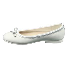 Ballerinas med en båge, vit pärla American Club GC29 / 19 1